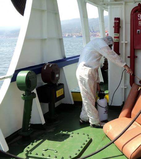 Başta koronavirüs olmak üzere bir salgın durumundan korunmak için gemilerin tüm alanları temizlenerek gemi dezenfeksiyonu yapılması hayati önem taşımaktadır.